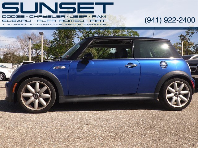 Photo Used 2005 MINI Cooper Hardtop S Coupe for sale in Sarasota FL
