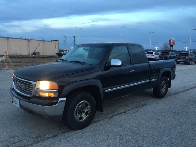 Photo Pre-Owned 2001 GMC Sierra 1500 SLE Extended Cab in Peoria, IL