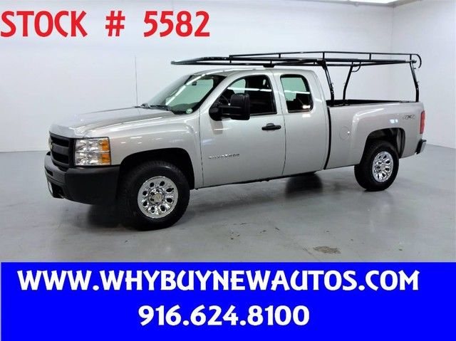 Photo 2011 Chevrolet Silverado 1500  4x4  Extended Cab  Only 72K Miles