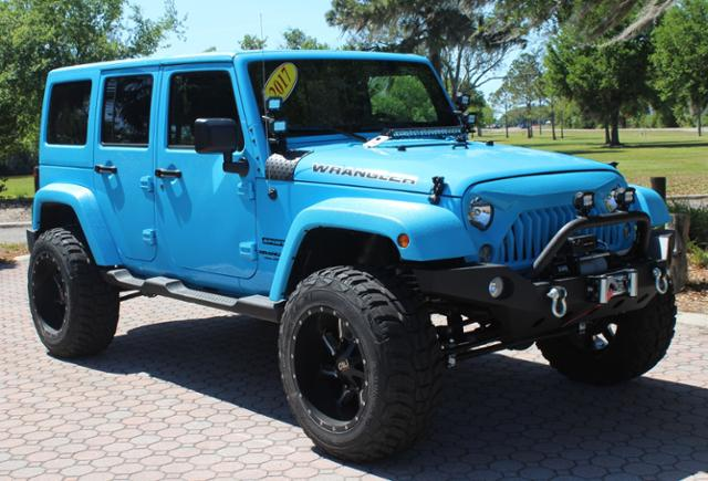 Photo Pre-Owned 2017 Jeep Wrangler Unlimited CUSTOM LIFTED SPORT Sport Utility