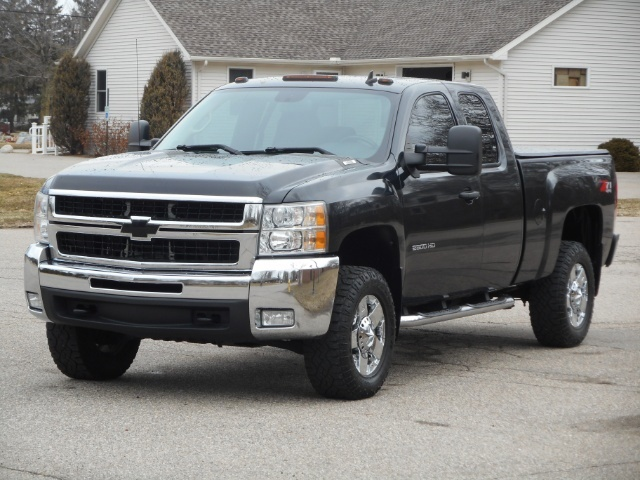 Photo 2010 Chevrolet Silverado 2500 HD LT Z71 Extended Cab for sale in Flushing MI