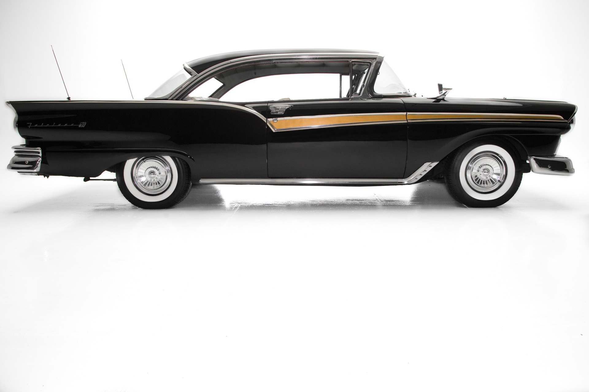 Photo 1957 Ford Fairlane 500 BlackBlack New Chrome