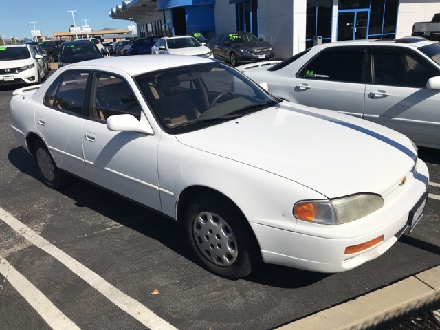 Photo Pre-Owned 1995 Toyota Camry LE