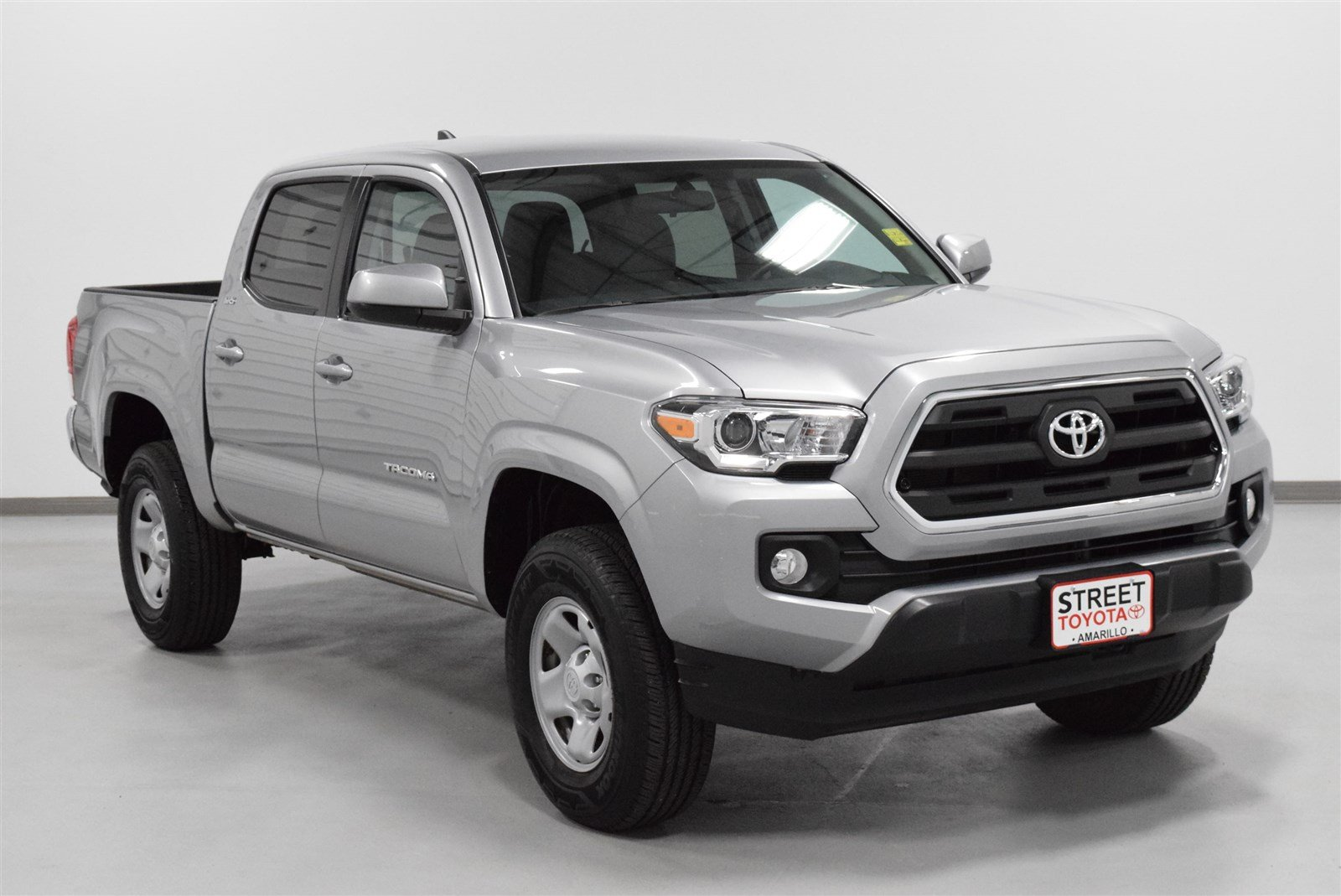 Photo Certified Pre-Owned 2016 Toyota Tacoma SR5 RWD Crew Cab Pickup For Sale in Amarillo, TX