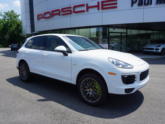 Photo Pre-Owned 2017 Porsche Cayenne S E-Hybrid Platinum Edition AWD