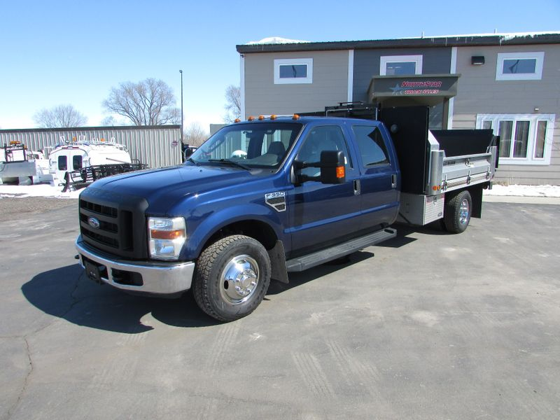 Photo Used 2009 Ford F-350 Dump Truck