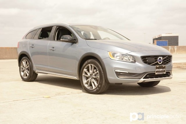 Photo Certified Pre-Owned 2018 Volvo V60 Cross Country Wagon For Sale San Antonio, Texas