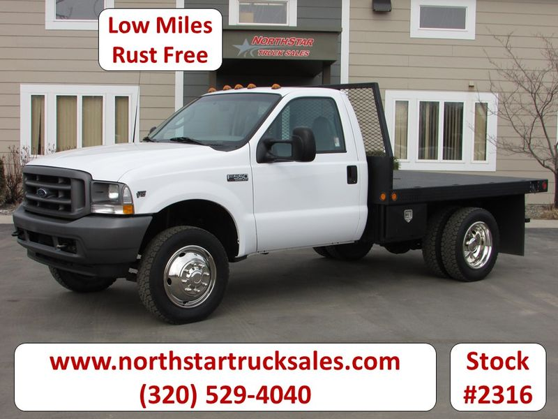 Photo Used 2003 Ford F-550 Flat Bed Truck