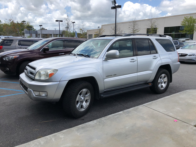 Photo Pre-Owned 2005 Toyota 4Runner Limited Four Wheel Drive SUV