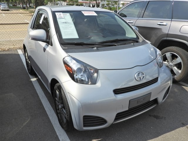 Photo 2014 Scion iQ 10 Series Hatchback Front-wheel Drive 2-door
