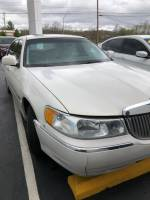 Pre-Owned 2000 Lincoln Town Car Signature RWD 4D Sedan