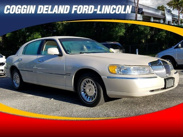 Photo Pre-Owned 1999 Lincoln Town Car Cartier Sedan in Jacksonville FL