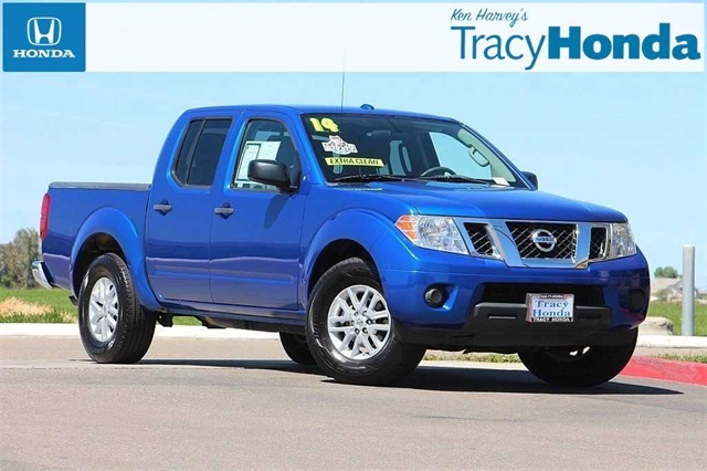 Photo Pre-Owned 2014 Nissan Frontier SV 5-Speed Automatic with Overdrive RWD 4D Crew Cab