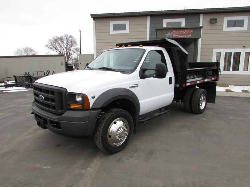 Photo Used 2005 Ford F-550 Dump-Truck
