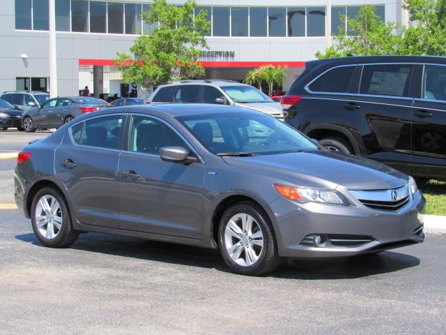 Photo Pre-Owned 2013 Acura ILX 4dr Sdn 1.5L Hybrid Tech Pkg FWD