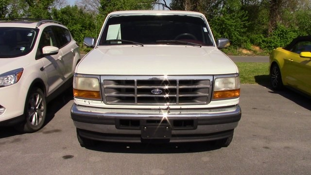 Photo Pre-Owned 1996 Ford F-150 XL RWD 2D Standard Cab
