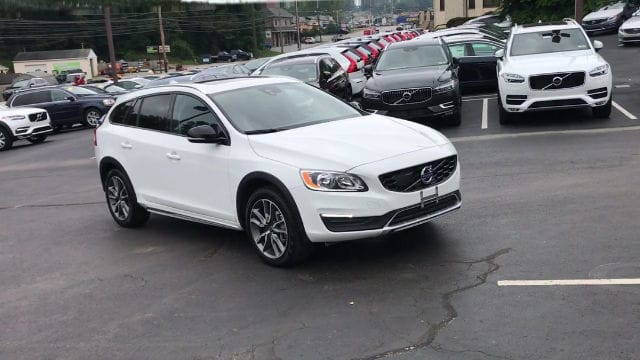 Photo Pre-Owned 2017 Volvo V60 Cross Country T5 AWD Wagon for Sale in Berwyn, PA