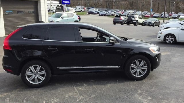 Photo Pre-Owned 2017 Volvo XC60 T5 AWD Inscription SUV for Sale in Berwyn, PA