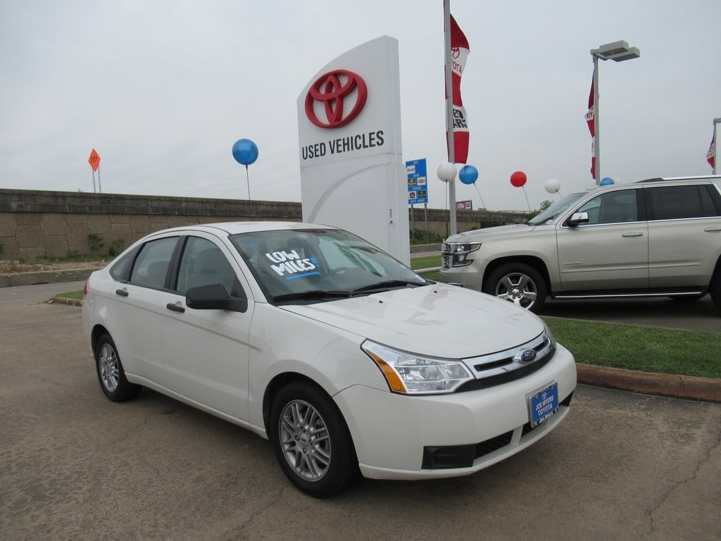 Photo Used 2009 Ford Focus SE Sedan FWD For Sale in Houston
