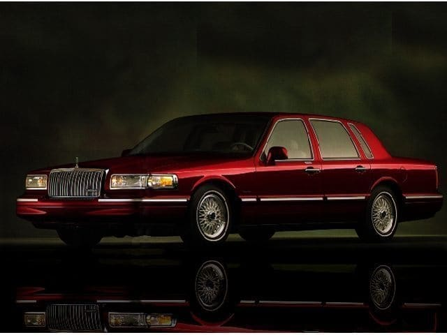 Photo Used 1997 Lincoln Town Car Signature Sedan in Bowie, MD
