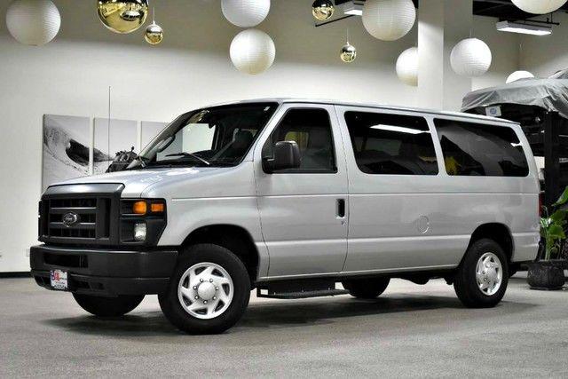 Photo 2013 Ford Econoline Wagon XL