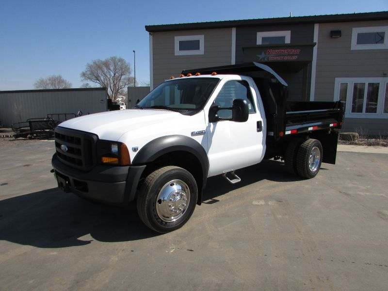 Photo Used 2006 Ford F-450 Dump Truck