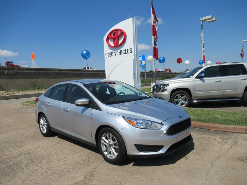 Photo Used 2016 Ford Focus SE Sedan FWD For Sale in Houston