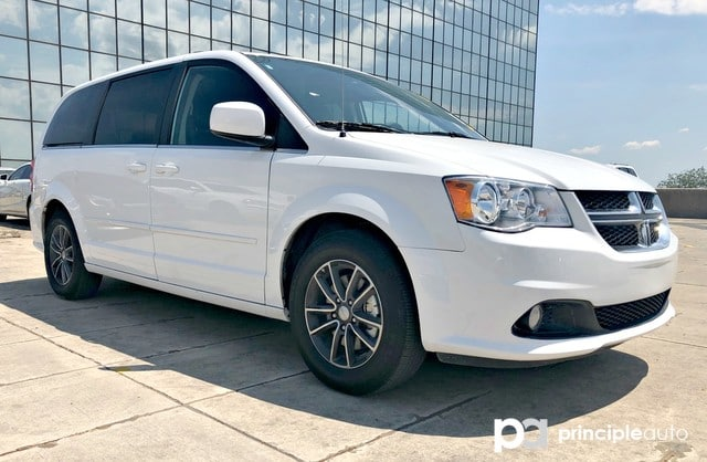 Photo Used 2017 Dodge Grand Caravan SXT, Leather Seats, Power Seat, Backup Camera. Van For Sale San Antonio, TX