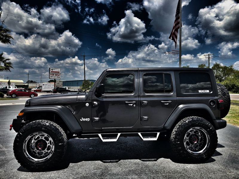 Photo Used 2018 Jeep All-New Wrangler Unlimited JL CUSTOM LIFTED LEATHER HARDTOP