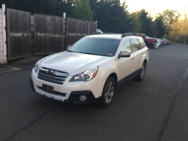 Photo 2014 Subaru Outback 3.6R Limited wSpecial Appearance, Eyesight, Navig SUV in Chantilly
