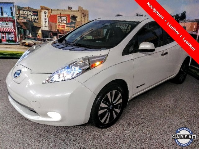 Photo Used 2014 Nissan LEAF SL Hatchback for sale in Carrollton, TX
