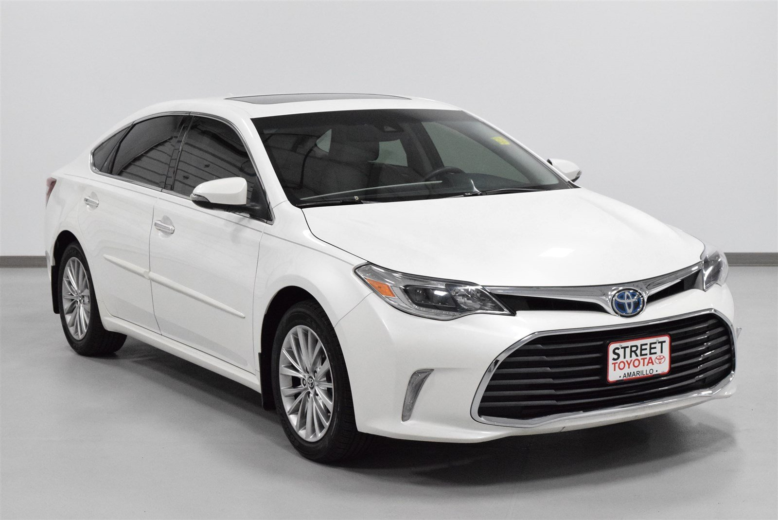 Photo Certified Pre-Owned 2016 Toyota Avalon Hybrid Limited With Navigation For Sale in Amarillo, TX