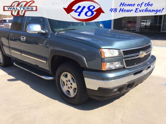 Photo Pre-Owned 2007 Chevrolet Silverado 1500 Classic LT1 Ext. Cab 4WD 4WD