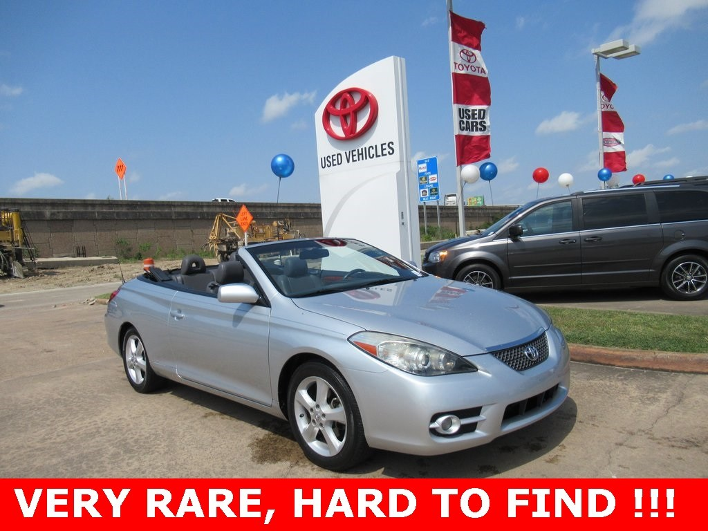 Photo Used 2007 Toyota Camry Solara SLE Convertible FWD For Sale in Houston
