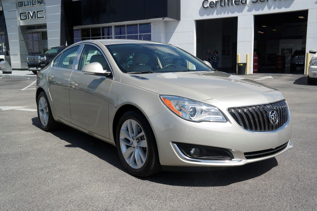 Photo Pre-Owned 2015 Buick Regal LEATHER FWD 4dr Car