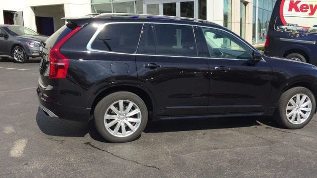 Photo Pre-Owned 2016 Volvo XC90 T6 Momentum AWD SUV for Sale in Berwyn, PA