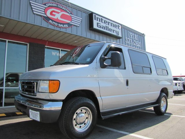 Photo 2005 Ford E-350 Diesel Passenger Van  Sleeper Recreational