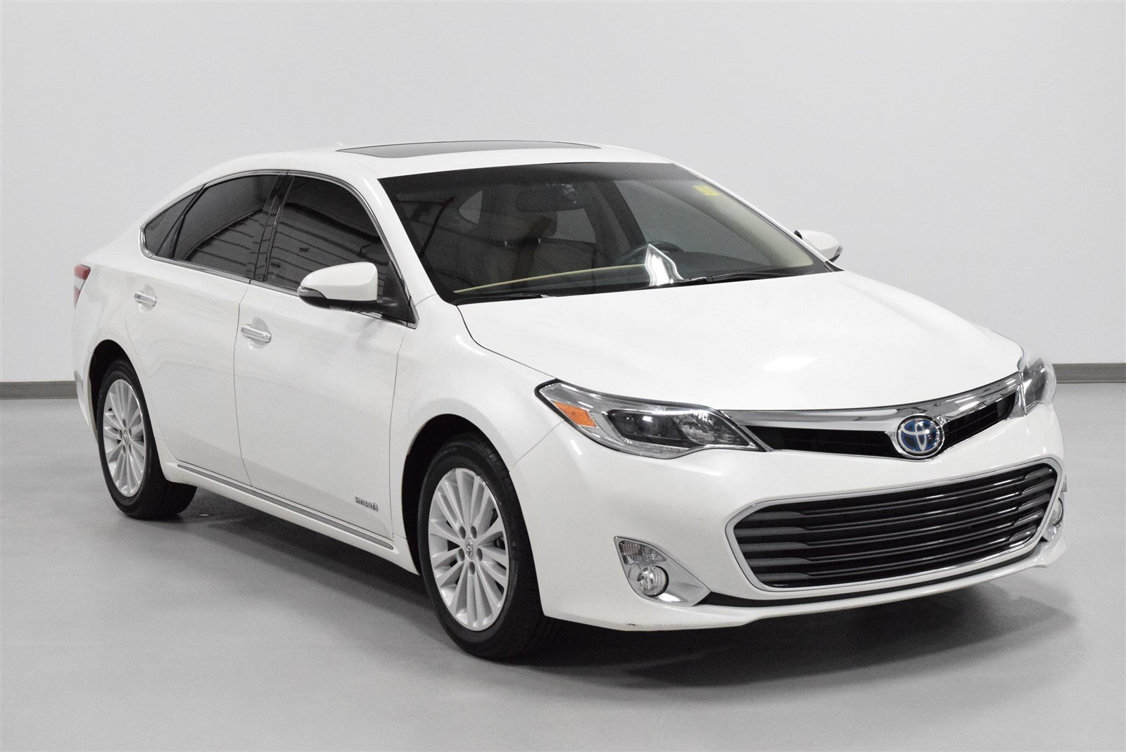 Photo Certified Pre-Owned 2015 Toyota Avalon Hybrid Limited With Navigation For Sale in Amarillo, TX