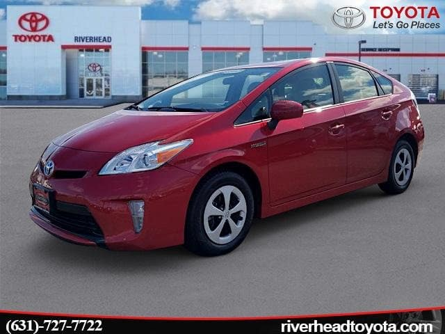 Photo Used 2015 Toyota Prius Three Hatchback Front-wheel Drive for Sale in Riverhead, NY