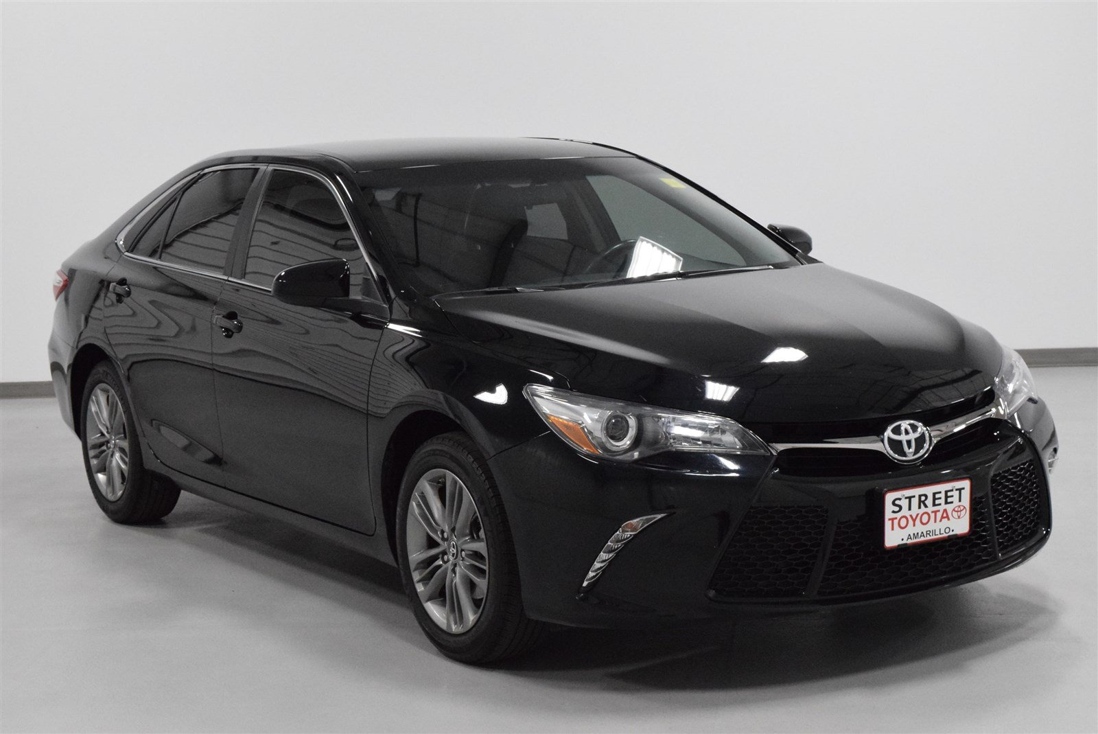 Photo Pre-Owned 2016 Toyota Camry SE FWD 4dr Car For Sale in Amarillo, TX