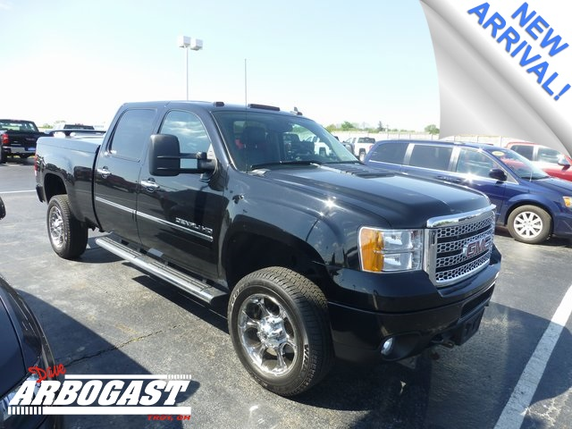 Photo Pre-Owned 2011 GMC Sierra 2500HD Denali 4WD