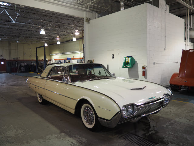 Photo Pre-Owned 1961 Ford Thunderbird Coupe