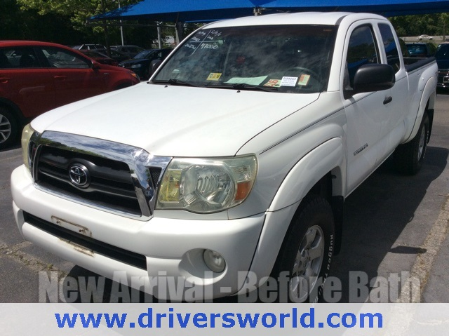 Photo Pre-Owned 2005 Toyota Tacoma PreRunner RWD 4D Access Cab