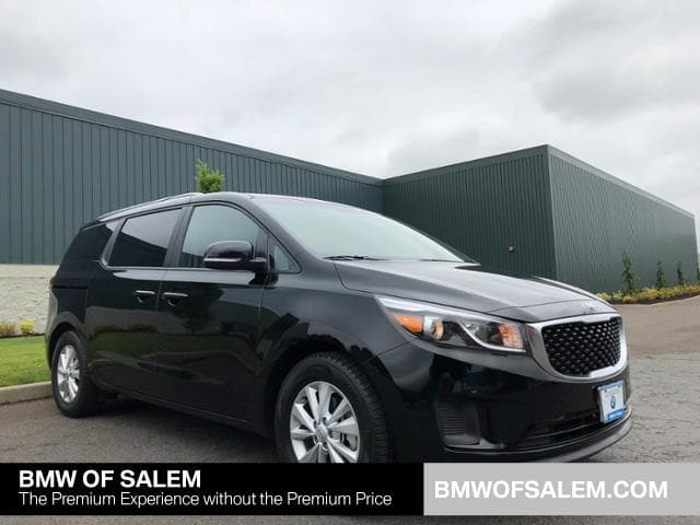 Photo Used 2017 Kia Sedona LX in Salem, OR