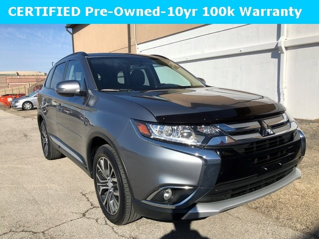 Photo Used 2016 Mitsubishi Outlander For Sale  Downers Grove IL