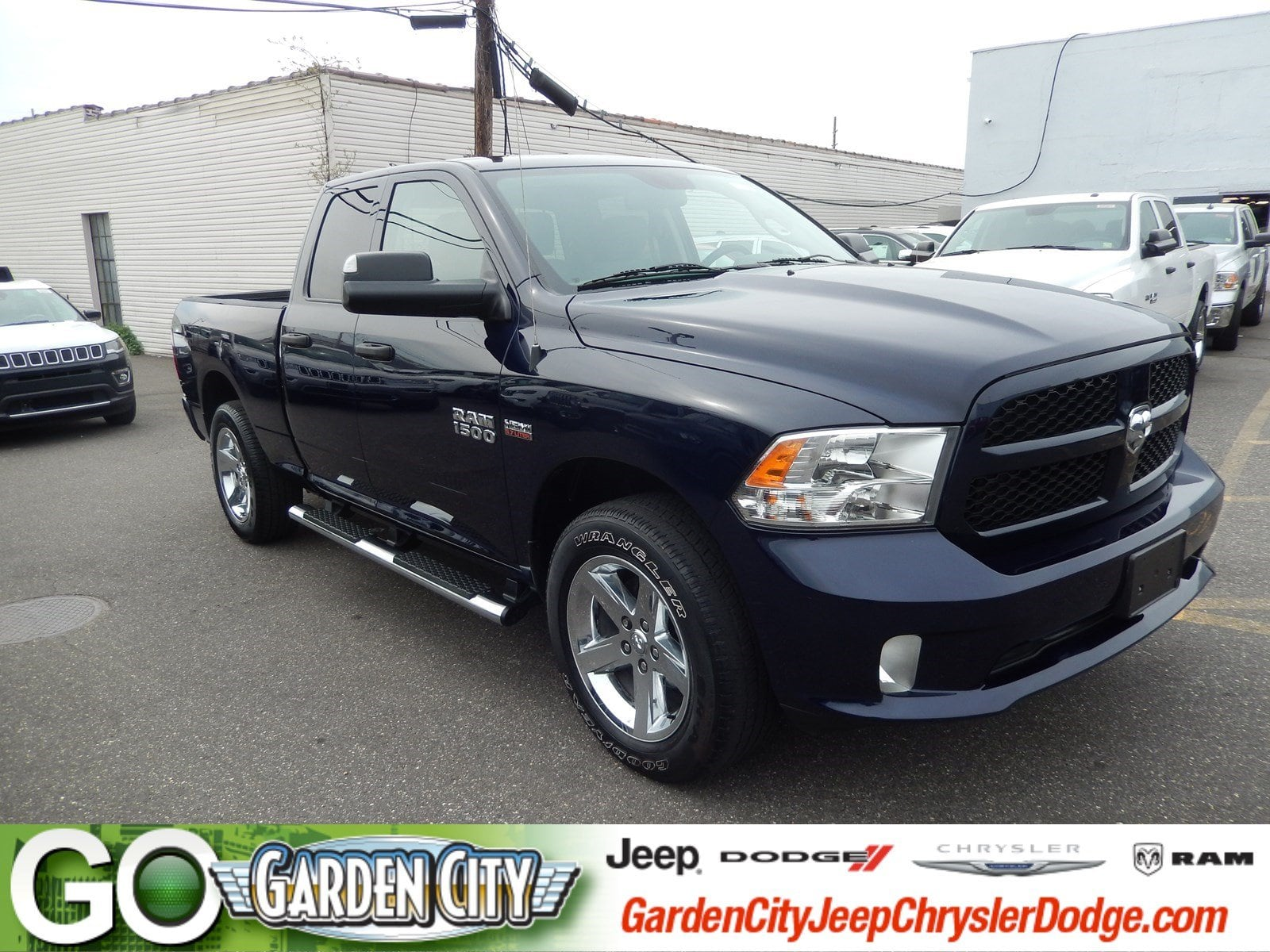 Photo Certified Used 2015 Ram 1500 Express 4WD Quad Cab 140.5 Express For Sale  Hempstead, Long Island, NY