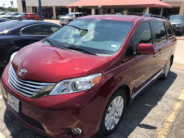 Photo 2012 Toyota Sienna Limited MinivanVan