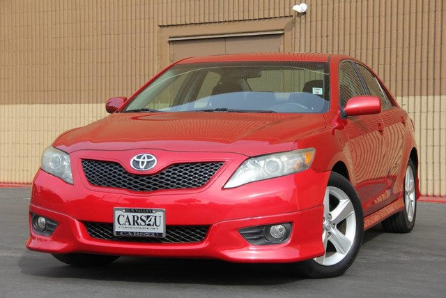 Photo 2011 Toyota Camry SE VERY LOW MILES EXTRA CLEAN