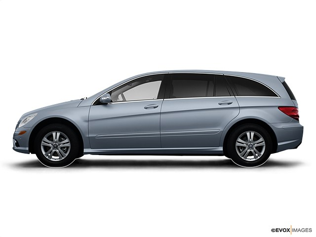 Photo Used 2008 Mercedes-Benz R-Class Base SUV For Sale Southampton, New York