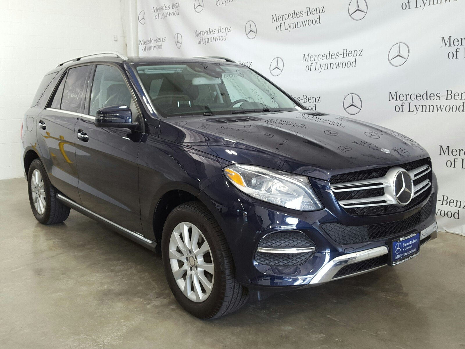 Photo Certified Pre-Owned 2016 Mercedes-Benz GLE 300d 4MATIC